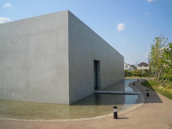 周りに塀はなくオープンな雰囲気